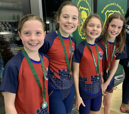 Girls 10/11yrs relay team – Silver: (left to right: Nicole Claassen, Isabella Hibberd, Sophia Linfield, Lucy Nuttall)